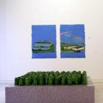 """«LE PLAT PAYS» installation de 150 pièces en porcelaine sur socle ( base8 H 15 ) sur socle bois et adhésif Exposition """"Paysage 3"""""""